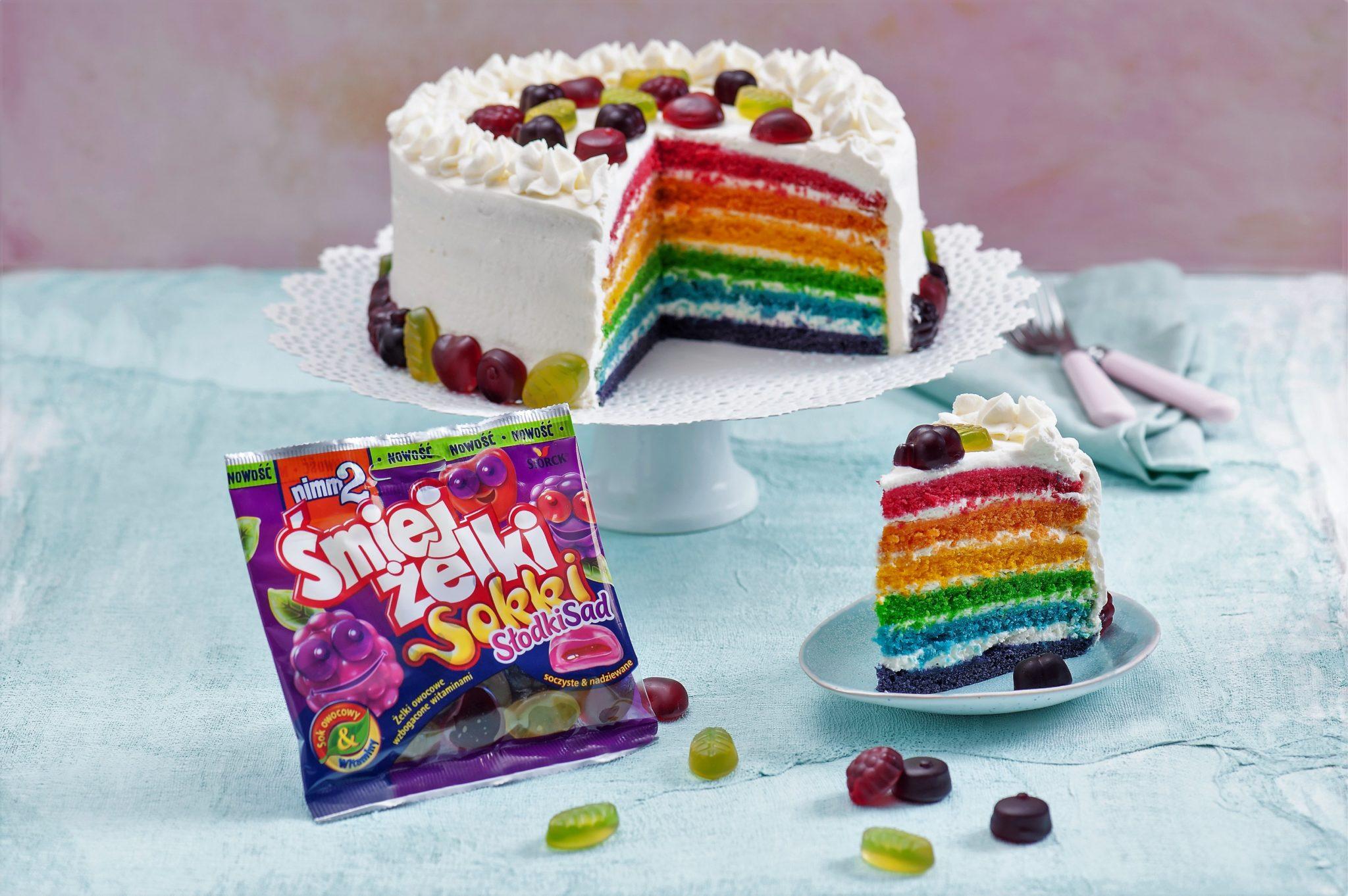 Przepis na Dzień Dziecka! Rainbow cake z żelkami